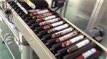 Máquina automática de etiquetaxe de salchicha con alimentador